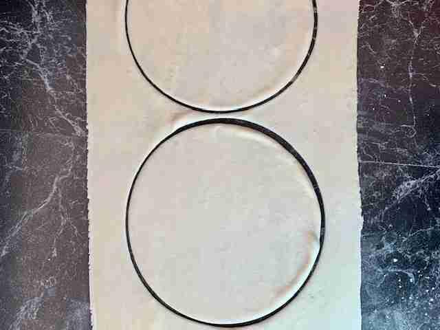 Cutting dough into circles