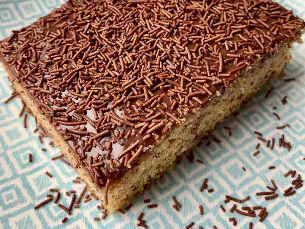 Mirmigato chocolate sprinkle cake
